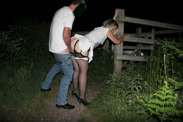kinky-rachel-dogged-outdoors